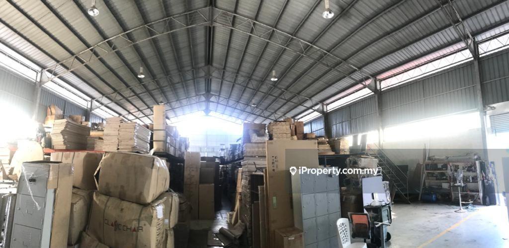 90 Points Showroom cum Warehouse (20,000 sqft) at 3rd Mile Kuching , Kuching