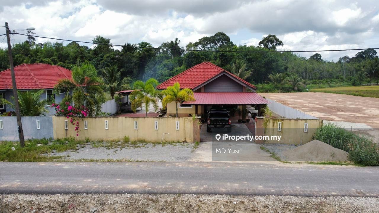 RUMAH BANGLO DI BUNUT SUSU PASIR MAS UNTUK DI JUAL, Pasir Mas
