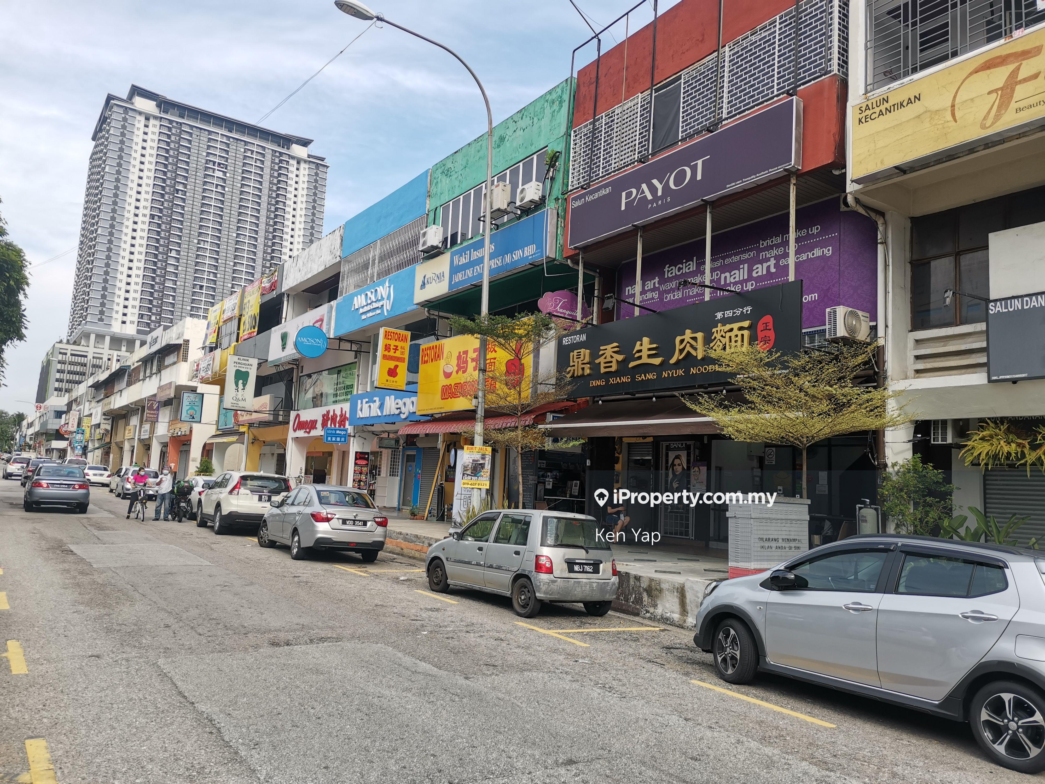 Jalan Radin Tengah, Sri Petaling