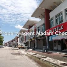 Facing main Taman Merdeka Permai shop, Batu Berendam