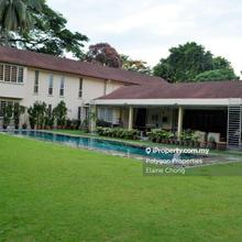 Hidden gem - large garden, pool, KLCC