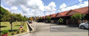 Kempadang aman (Facing playground), Kuantan 1