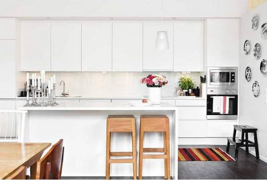 fP_White-modern-kitchen-colorful-accessories