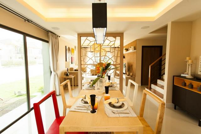 บานแฝด สวนรบประทานอาหาร ดนขางเปนประต Panorama